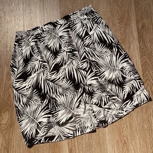 Black & white leaf print mini skirt ✨